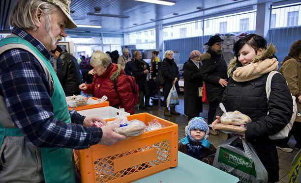 Pienituloisimmat suomalaiset tekevät vapaaehtoistyötä tutkimuksen perusteella eniten.