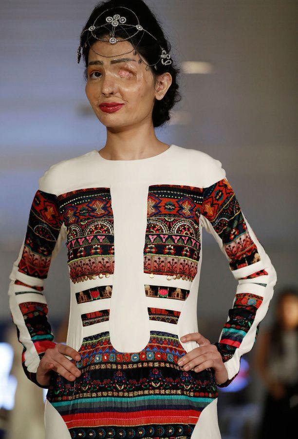 Reshma on mallin mitoissa.