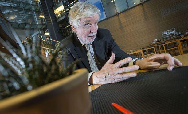 Erkki Tuomioja on ollut muun muassa ulkoministeri ja kauppa- ja teollisuusministeri.