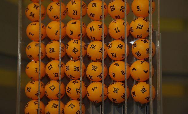Lauantaisella lottokierroksella arvottu 14,4 miljoonaa euroa osui kahteen riviin. Näin molemmille rivin veikanneelle osuu 7,2 miljoonan euron potti.