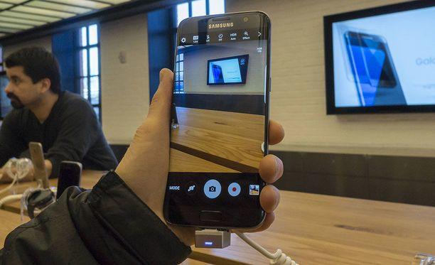 Samsung pyysi käyttäjiltään kuvia, ja mikäs muukaan sieltä tuli kuin penisvitsi.