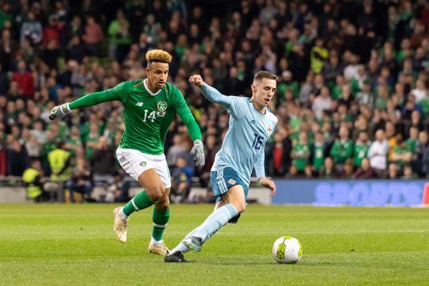 Callum Robinson ja Gavin Whyte (kuvassa vasemmalla) taistelemassa pallosta Irlannin ja Pohjois-Irlannin välisessä maaottelussa marraskuussa.