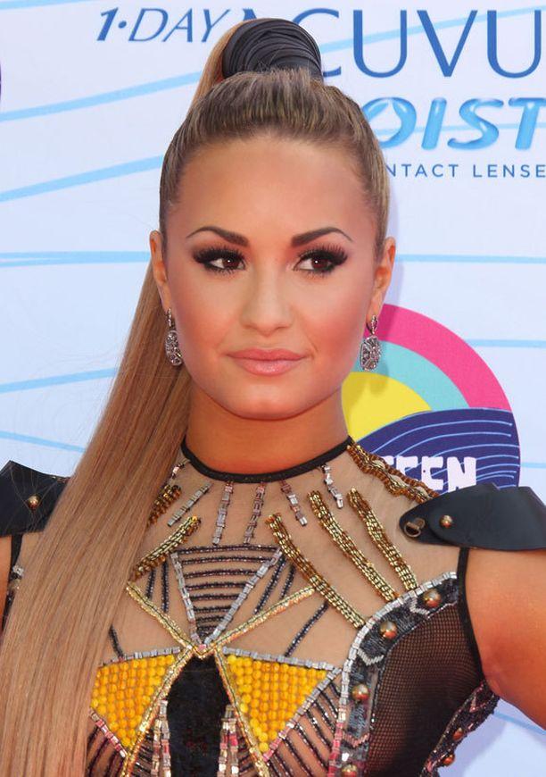 Demi Lovato juonsi gaalaa.