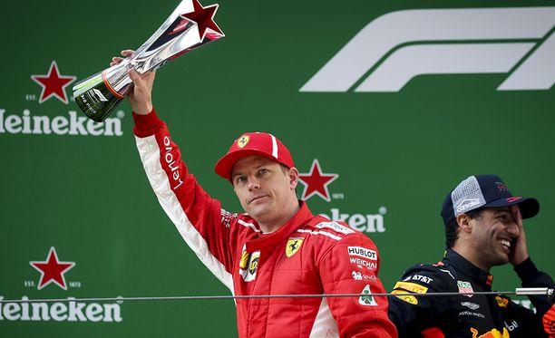 Kimi Räikkönen on joutunut epäkiitolliseen kakkoskuskin ruutuun Ferrarilla.