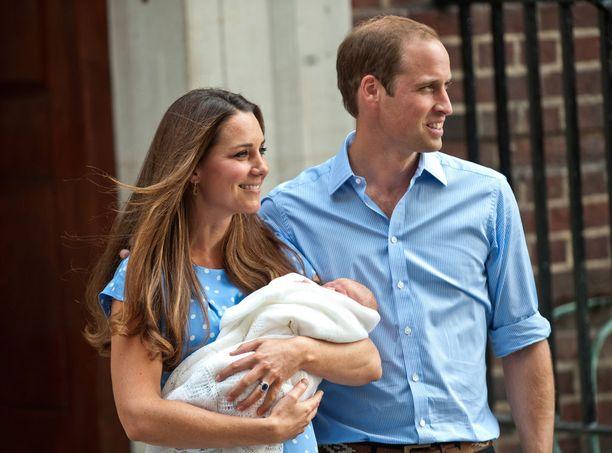 Kate ja William toivottivat tervetulleeksi Georgen heinäkuussa 2013. Nyt odotetaan kovasti uutta perheenlisäystä.