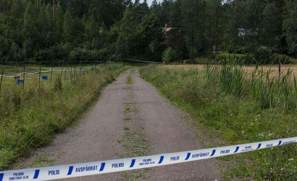 Poliisi eristi lauantaina naisen kotitalon ympäristön Loviisan Koskenkylässä.