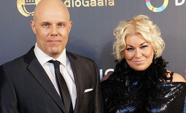 Linnanahde ja Kuukka kuvassa Radiogaalassa maaliskuussa.
