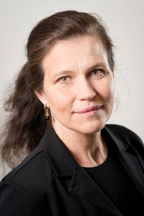 Hetki, jolloin vanhemmaksi toivovan kannattaisi ryhtyä suunnitelmiaan toteuttamaan, on 30 vuotta, sanoo Anna Rotkirch.