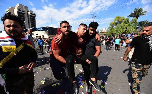 Irakin mielenosoituksissa jälleen kuolleita – tilanteen pelätään eskaloituvan eri ryhmittymien väliseksi väkivallaksi