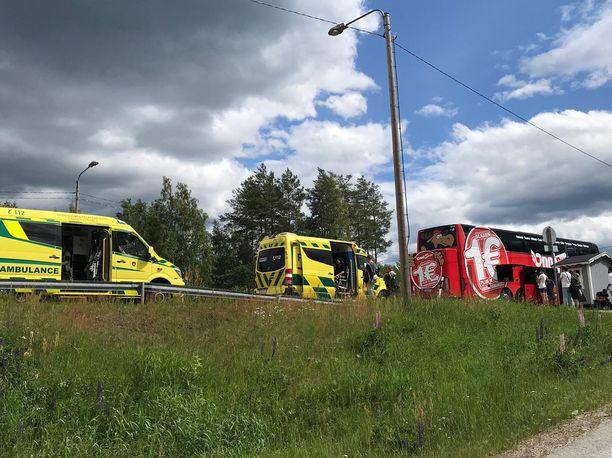 Jyväskylästä Helsinkiin matkannut Onnibus-vuoro pysähtyi Leivonmäelle, kun matkustamoon noussut katku alkoi kirvellä matkustajien silmiä.