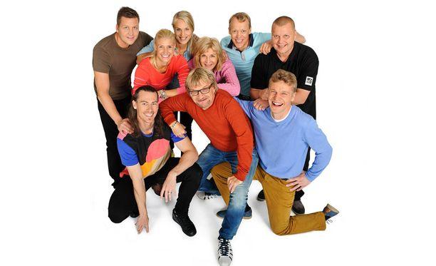 Toni Nieminen (alarivissä oikealla) tunnustaa, että ohjelman ulostulo jännittää. - Suorastaan hirvittää. Kyllä nyt saavat lapset hävetä isäänsä!