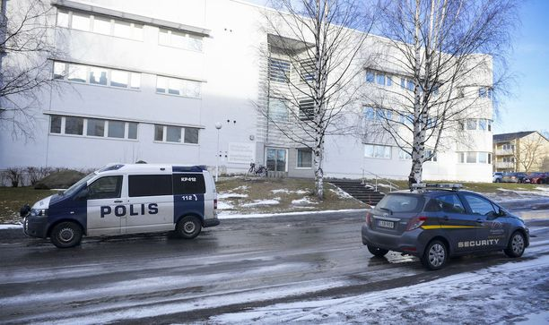 Keski-Pohjanmaan käräjäoikeus on tuominnut kolme miestä neljännen raiskauksesta. Oikeus ei joukkovoimasta huolimatta pitänyt raiskausta törkeänä.