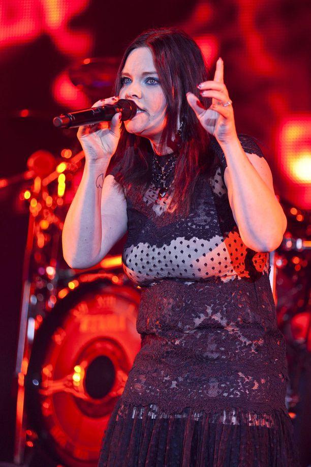 Kuvassa Olzon Nightwishin keikalla vuonna 2012.