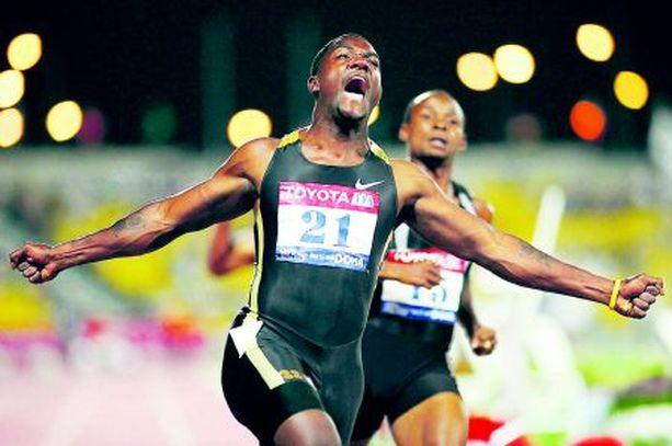 Justin Gatlin kiisi eilen historian jokaiselta juoksijalta karkuun. Uusi ME 9,76 syntyi Qatarin Dohassa.