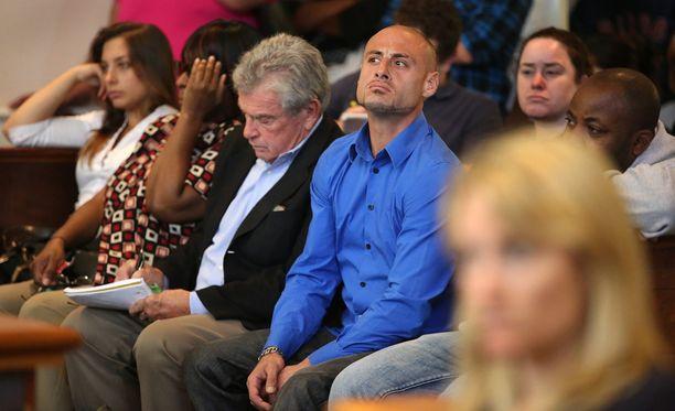 Bellan biologinen isä Joe Amoroso oli mukana oikeudenkäynnissä. Amoroso on kuvassa neljäs vasemmalta.