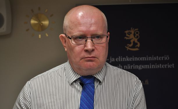 Työministeri Jari Lindström toivoo, että tarkasteltaisiin hallituksen työllisyystoimia kokonaisuutena, ei vain yksittäisinä esityksinä.