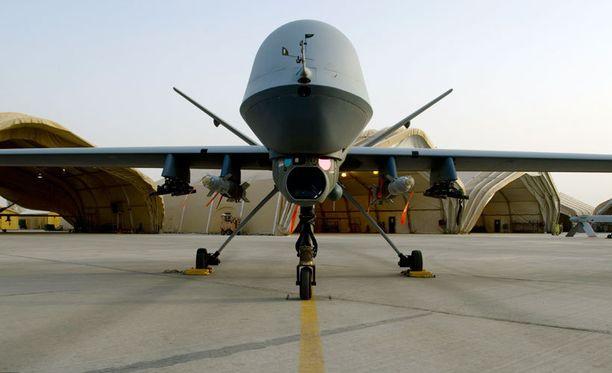 Yhdysvaltain miehittämätön, aseistettu Reaper-lennokki Afganistanin Kandaharissa 2009. Reaper on aseistettu, mutta kauko-ohjattu.