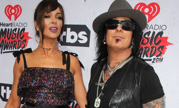 Nikki ja Courtney ovat olleet yhdessä vuodesta 2010.