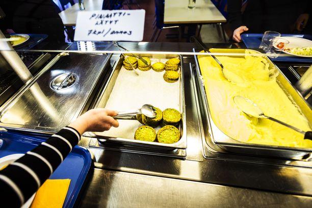 """""""Kun kaikki syövät tarjolla olevan ruuan, se on taloudellisesti ja ilmastonäkökulmasta järkevää"""", opetusneuvos Marjaana Manninen sanoo."""