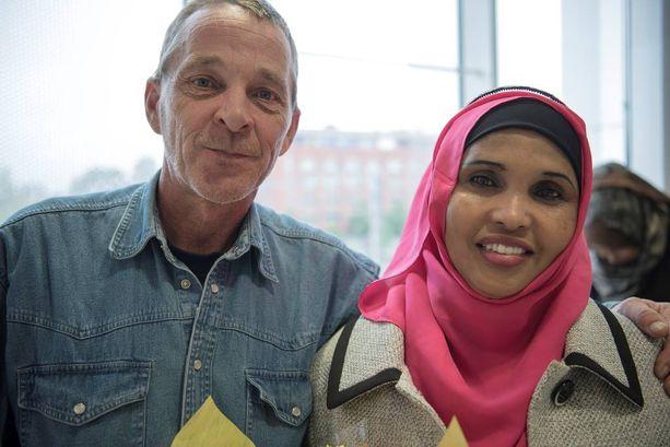 Amina Mohamud oli sisällä onnettomuusautossa, kun Vesa Ollila riensi auttamaan.