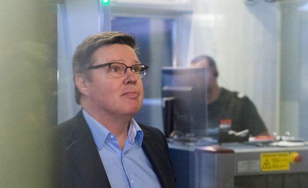 Jari Aarnio saapui oikeudenkäyntiin marraskuussa 2015.