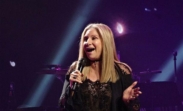 Laulaja ja näyttelijä Barbra Streisand ei ole tyytyväinen Sirin ääntämiseen.