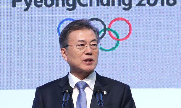 Etelä-Korean presidentti lounastaa pohjoiskorealaisen delegaation kanssa.