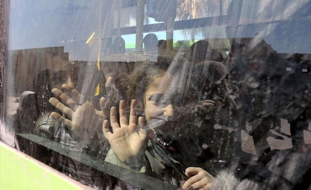 Syyrian Itä-Ghoutasta evakuoitiin perjantaina bussilasteittain siviilejä.