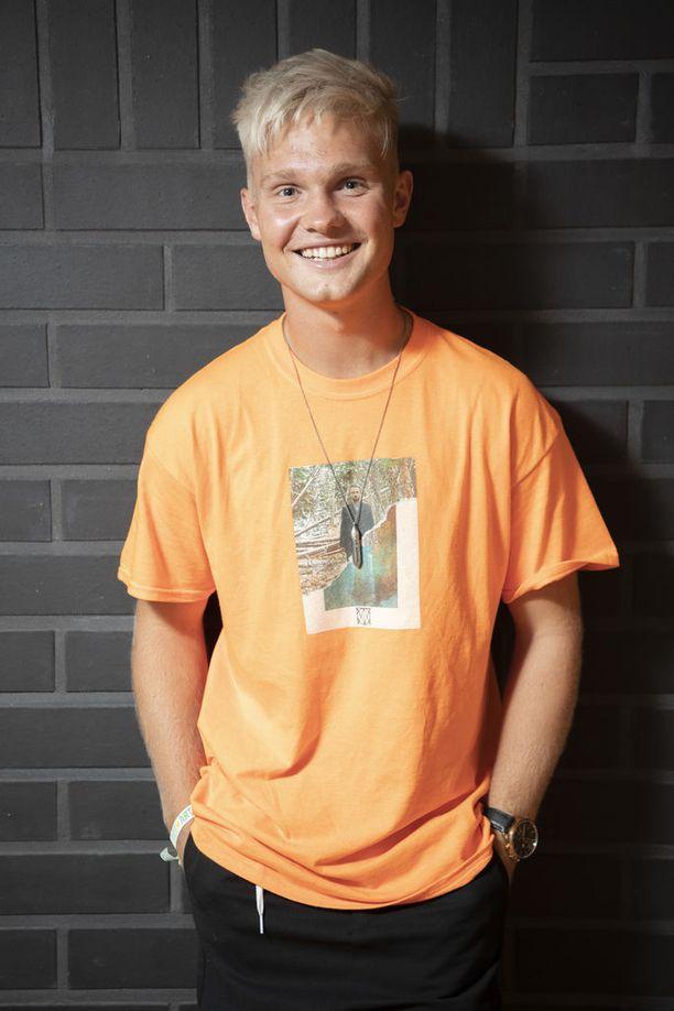 Benjamin Peltonen toivoo, että ihmiset kuuntelisivat hänen uuden suomenkielisen Naarmuja-sinkkunsa ja antaisivat rehellistä palautetta siitä.
