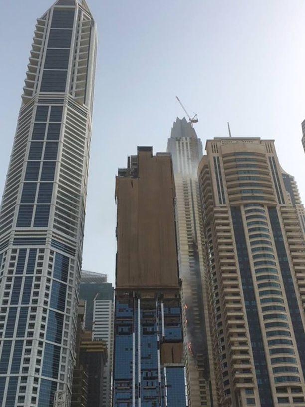 Dubaissa Sulafa Tower -pilvenpiirtäjässä syttyi yöllä tulipalo.