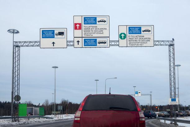 Schengen-alueen rajat ollaan sulkemassa. Kuva Nuijamaan raja-asemalta Venäjän ja Suomen välillä.