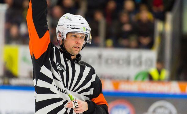 Stefan Fonselius jakaa oikeutta tiistaina Tampereella.