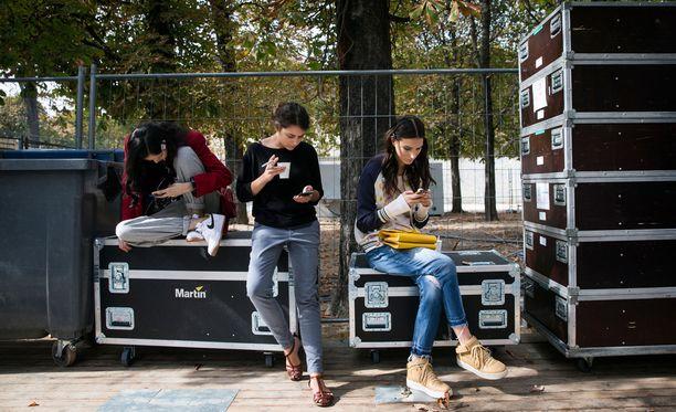 Syyskuusta lähtien Ranskan kouluissa ei saa käyttää älypuhelimia edes välitunneilla.