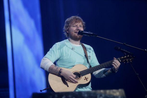 Ed Sheeran tunnetaan esimerkiksi kappaleistaan Sing, Perfect ja Happier.