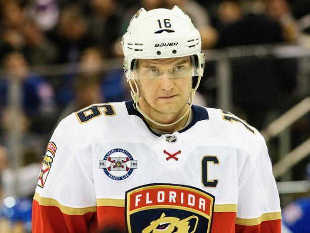 Florida Panthersin kapteeni Aleksander Barkov joutui jättämään Nashville Predators -ottelun kesken loukkaantumisen vuoksi.