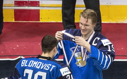 """Suomen sankari Anton Lundell yllättyi roolistaan mitaliseremoniassa: """"Ihmettelin, että mikä homma nyt on"""""""