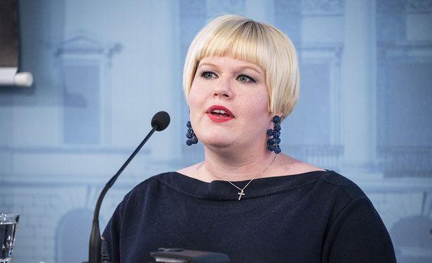 Perhe- ja peruspalveluministeri Annika Saarikko (kesk.) katsoo,e ttä sotu-uudistus pitäisi toteuttaa vaiheittain, ei kerralla.