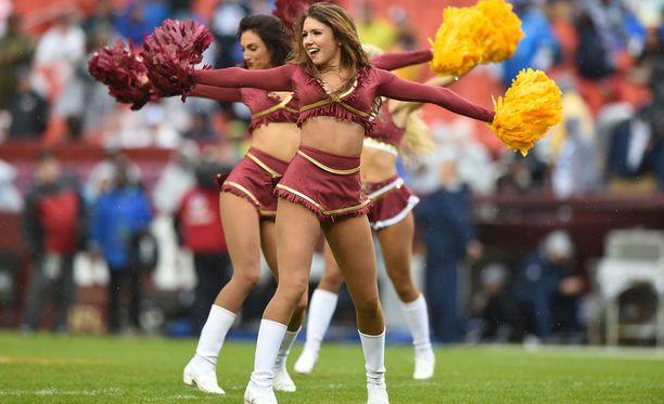 Washington Redskinsin cheerleaderien esiintymisestä ei puutu vauhtia. Kuvan naiset eivät liity Costa Rican tapahtumiin.