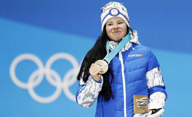 Krista Pärmäkoski tekee väkevän tilin olympiapronssistaan.