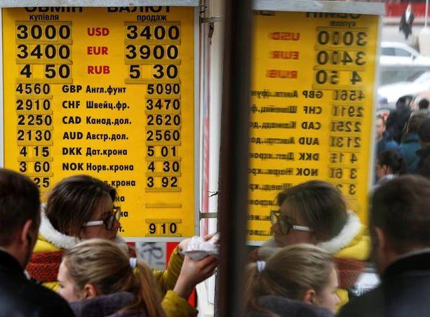 Venäjän ruplan kurssi on hyvin epävakaa, minkä johdosta ulkomaiset tavarantoimittajat ovat alkaneet vaatia ennakkomaksua ensimmäistä kertaa 20 vuoteen.