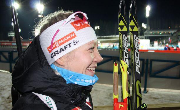 Kaisa Mäkäräinen oli yhtä hymyä kakkossijansa jälkeen.