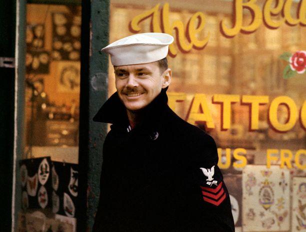 Jack Nicholson on rettelöivä merisotilas Hal Ashbyn Saattokeikassa.