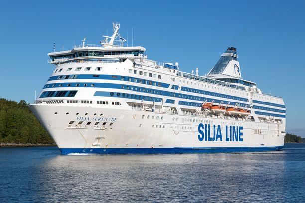 Tallinkin Silja Serenade jää Helsingin edustalle seisontaan toistaiseksi. Miehistö lomautetaan.