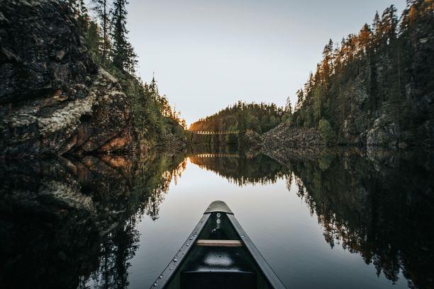 Hossan maisemia kelpaa ihailla myös kanootista.