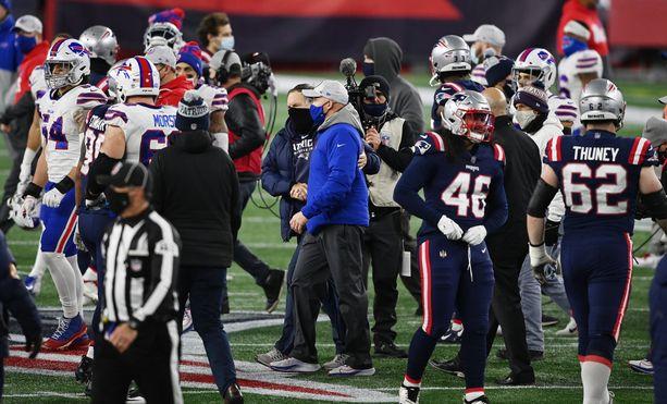 Justin Herron edustaa New England Patriotsia. Kuva viime kauden pelistä Buffalo Billsiä vastaan.