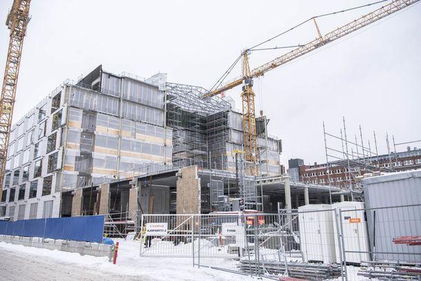 Työturvallisuus nousi puheenaiheeksi, kun Suomen työmailla tapahtui helmikuussa lähes peräkkäin kaksi kuolemaan johtanutta työtapaturmaa. Toinen niistä tapahtui Helsingin Kalasatamassa.