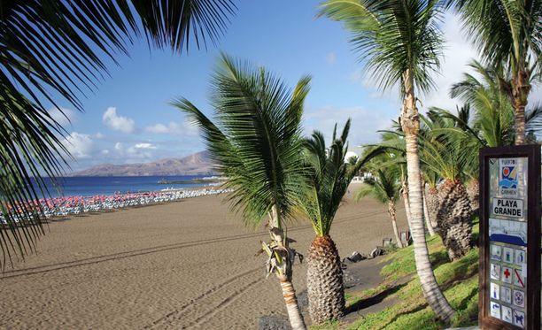 Lanzaroten paras ranta on keskustan edustalla oleva puhdasvetinen Playa Grande.