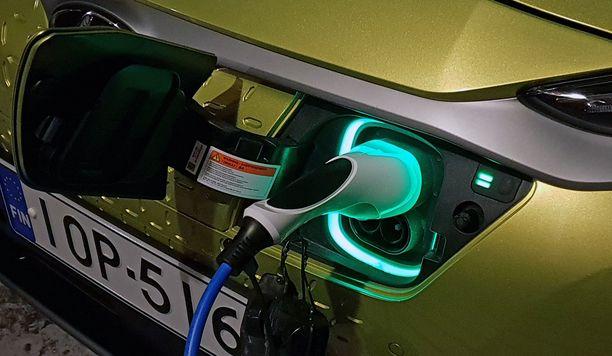 Nykyinen 2000 euron hankintatuki ei riitä, jos halutaan 474 000 täyssähköautoa tien päälle vuonna 2030, todetaan raportissa.