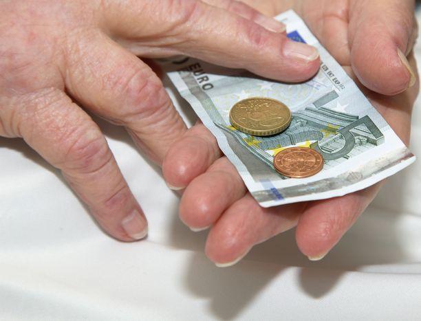 Hallituksen suunnittelemat korotukset eläkkeisiin toteutuisivat porrastaen.