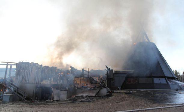 Hotelli Suomutunturn vanha puoli paloi lokakuussa 2015.